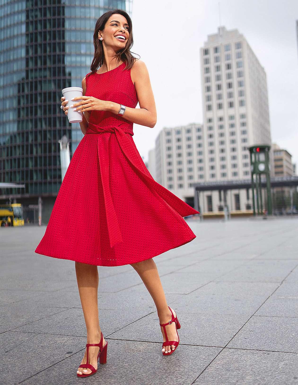 herausragende Eigenschaften Los Angeles Gedanken an Elegante Kleider für stilvolle Auftritte bestellen | MADELEINE Mode