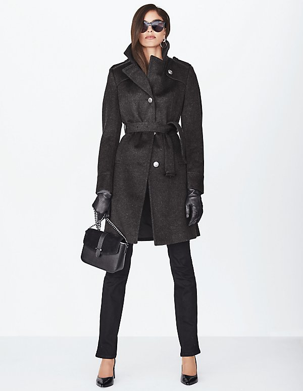 Mantel tailliert ausgestellt